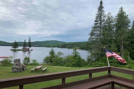 Beautiful Vermont cottage on Joes Pond-Lake Front!