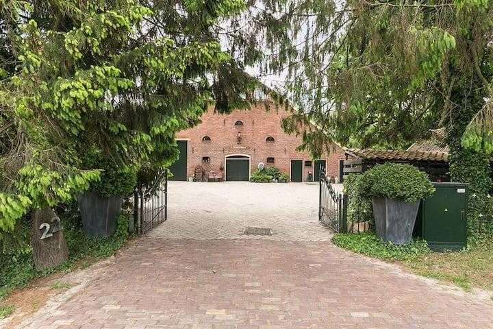 Historisch appartement in rustige omgeving
