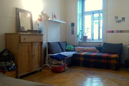 Gemütliche Altbau-WG in Top Lage - Wien - Condominium