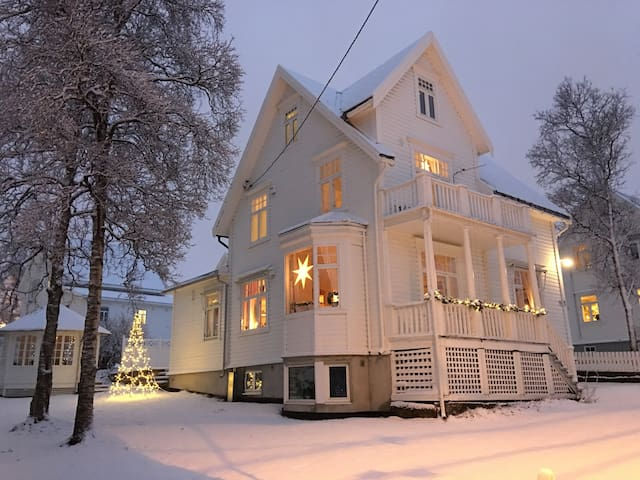 Private rooms in high-end house - Tromsø - 別荘