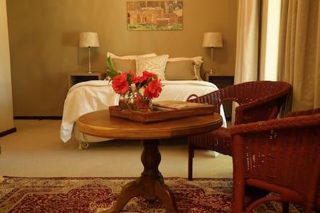 17 Bergstreet - Tranquil Garden room - Citrusdal - Bed & Breakfast