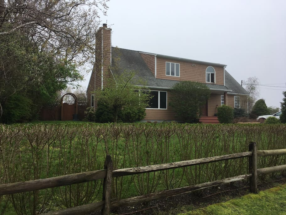Charming 3 Bedroom Two Bath Home Houses For Rent In Montauk New York Unit
