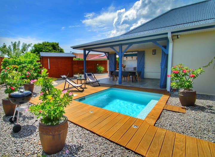 Villa 3 chambres piscine privative  bord de mer
