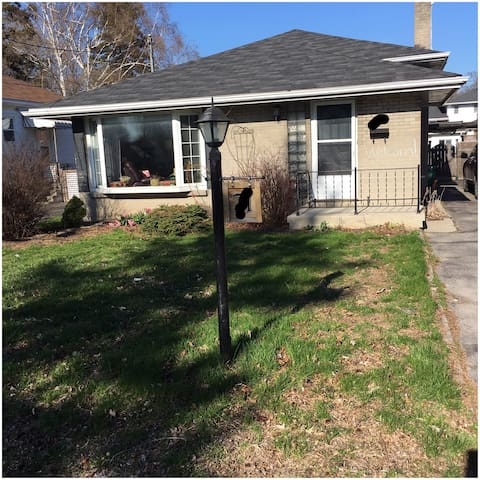 Large room in a cozy home by the Bay Of Quinte! - Belleville - Casa