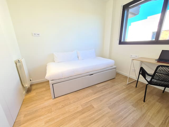 Third bedroom with transformable bed than can be a single (90cm), two twins (2x90cm) or one super king sized bed (180cm).