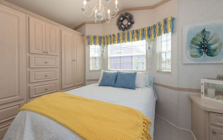 Shells Cottage, beautiful decor, for 2 near Disney