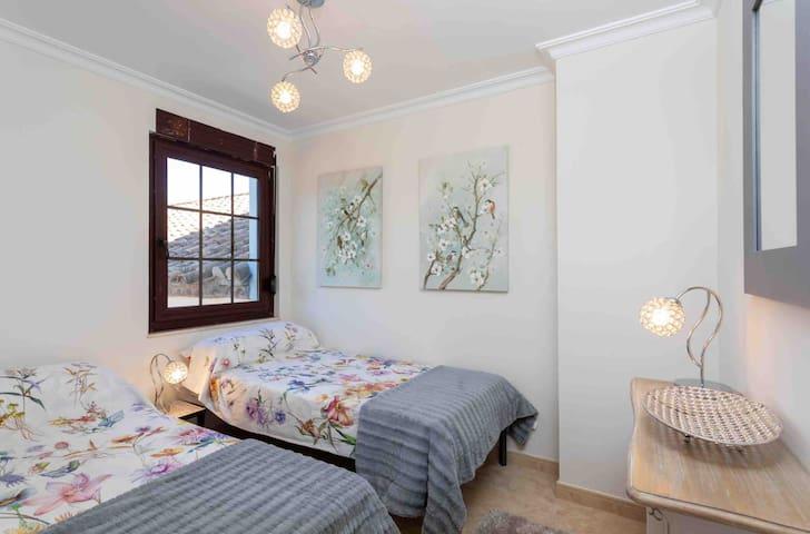 Adjoining bedroom of right hand courtyard bedroom