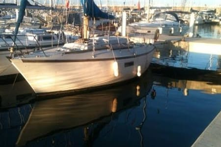 Sleep on a boat Includes airport pickup + drop off - Castelldefels - Boot