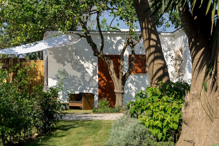 Romantico bungalow tra i limoni e vicino al mare