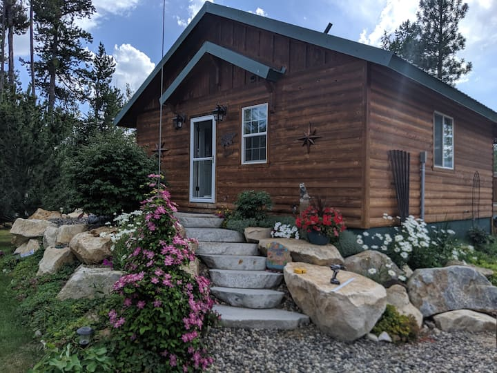 The cabin is new. Lots of parking.
