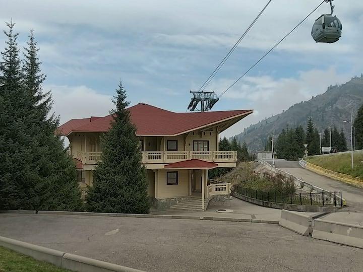 Роскошный дом на горнолыжном курорте Чимбулак!