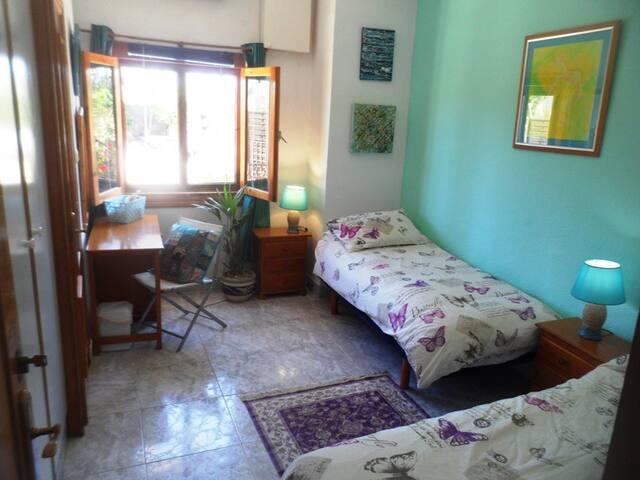 Double or twin bedroom with en suite