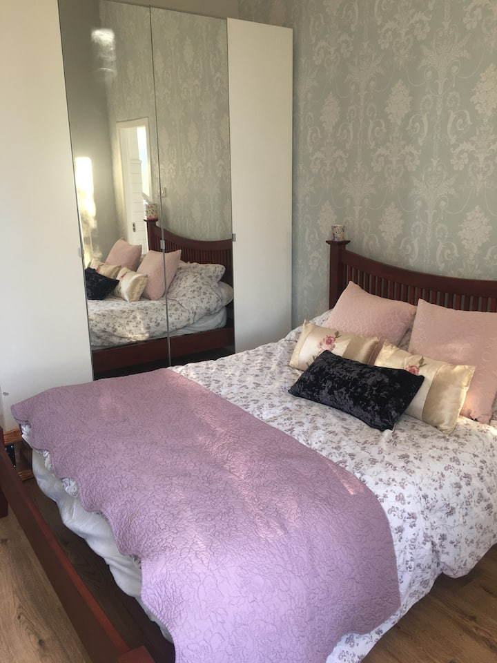 Gorgeous, clean double bedroom wth private ensuite