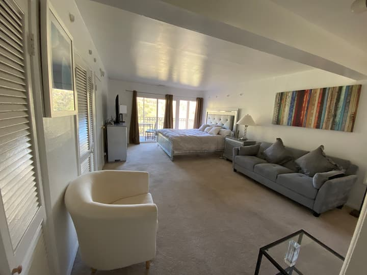Spacious Masterbedroom with relaxing view  in BH