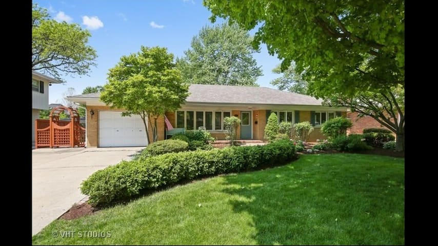 Charming Updated ranch with amazing yard. - Western Springs - Haus