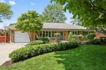 Charming Updated ranch with amazing yard. - Western Springs - 獨棟