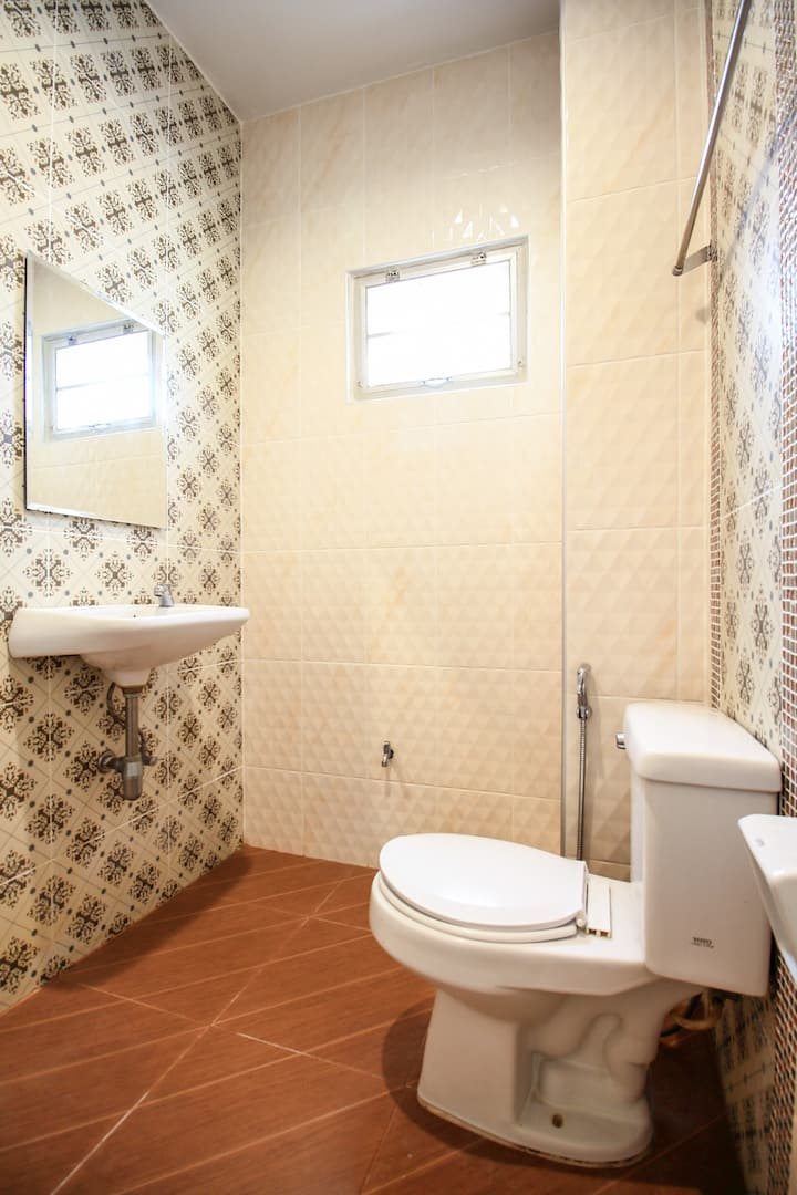 OYO Baanloksouylokchay / Monthly Room