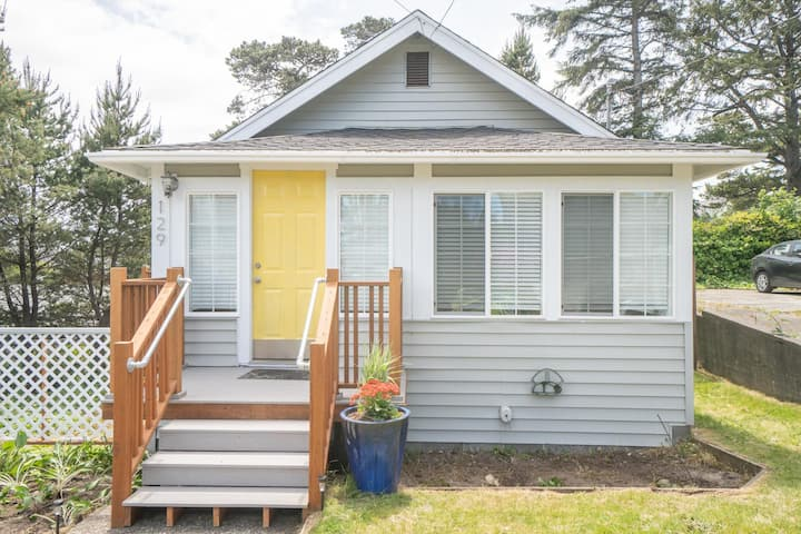 Adorable 2 bedroom 2 bath just steps from the Seaside Prom and the best beach