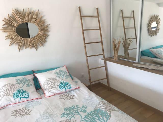 Chambre 2 avec lit double de 140