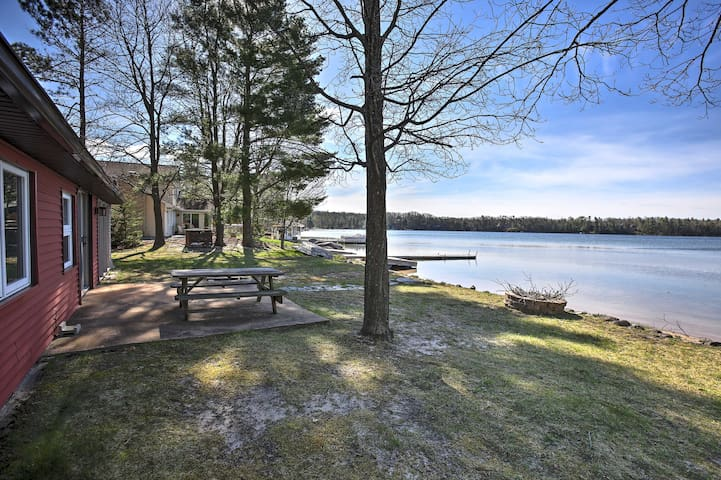 New! Beautiful Lakefront 4BR Traverse City Cabin