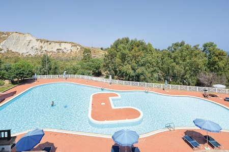 Holiday apartment with 2 bedrooms on 75m² in Crotone