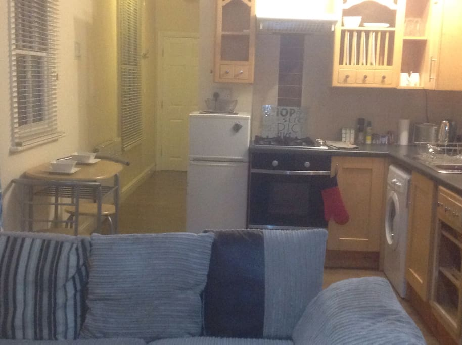Well equipped kitchen including washer/dryer