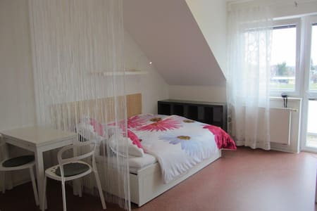 Quiet New Sunny Place With Balcony & Free Parking - Prague - Apartment