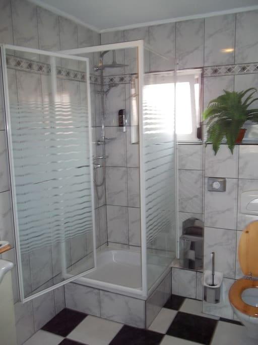 douche alle 2 persoon en 4 persoons- allemaal het zelfde.