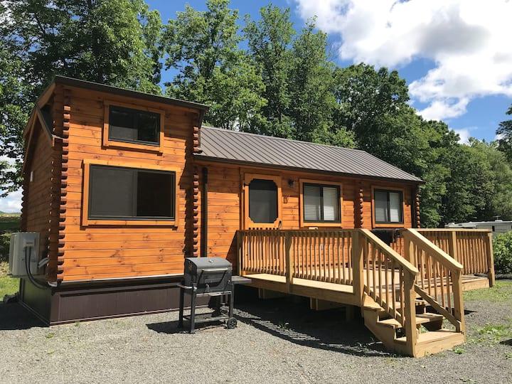 Rolling River Campsite- Cabin 5