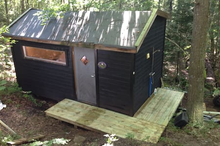 Wooden 13m2 room , outdoor shower. - Lillesand - Domek parterowy