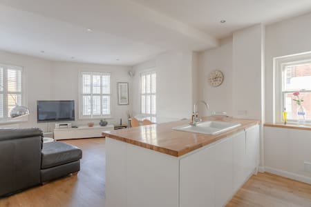 Fantastic Two Bedroom Apartment in Central London