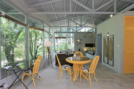 Casita Surrounded by Nature Close to City Center!!