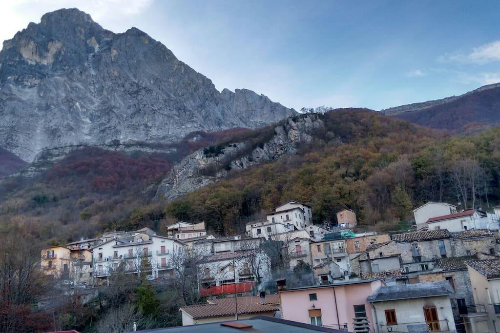 Casa in montagna houses for rent in casale san nicola for 3 piani della casa della camera da letto di storia 5