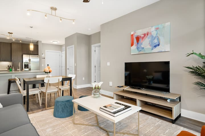 2BD/2BA Luxury Apt. In Greenville with Gym and Pool