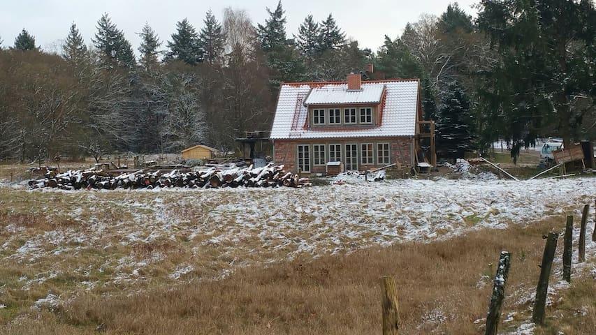 Romantisches Häuschen mit Ofen und Sauna im Wald!