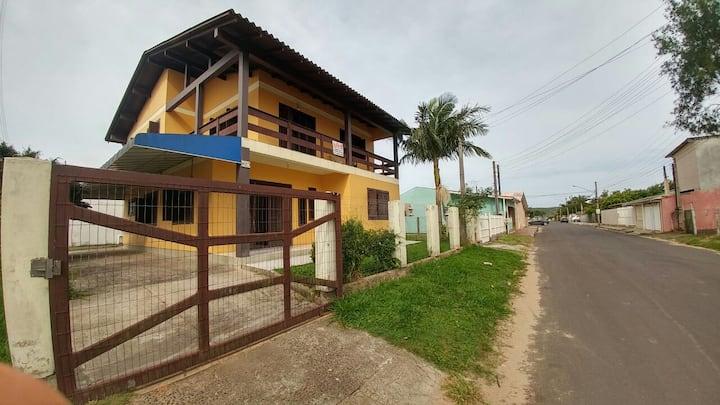 Apartamento próximo a Praia da Cal e Guarita.