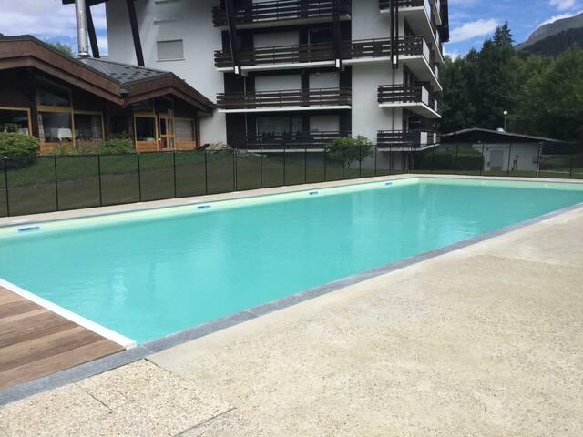 Studio, couchages séparés, piscine d'été chauffée