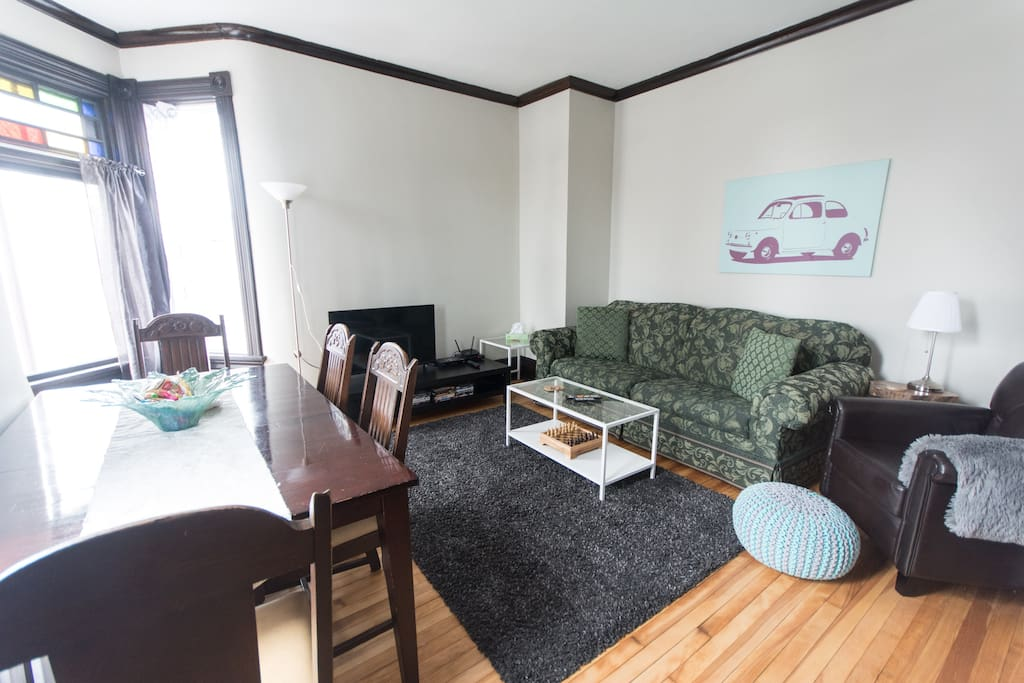 Living room with Cable TV, Pull out queen sofa bed