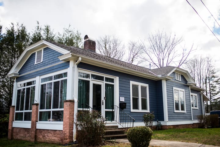 1910 Downtown Bungalow for Outdoorsy Folks