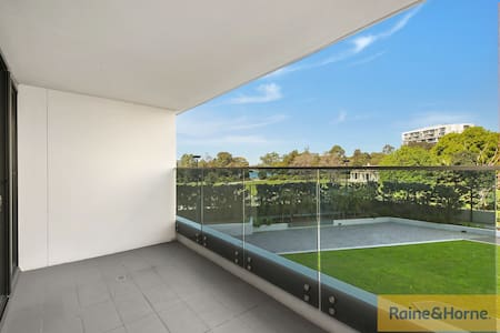 Entire apartment in the heart of Wolli Creek