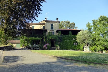 historic villa with 3 bedrooms_ Yellow room - Sariano di Gropparello - Szoba reggelivel