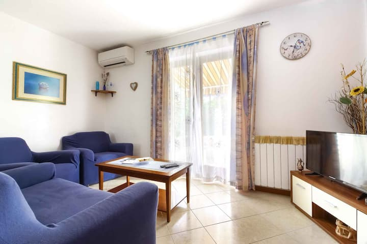apartment for 4+1 persons in Poreč R80857