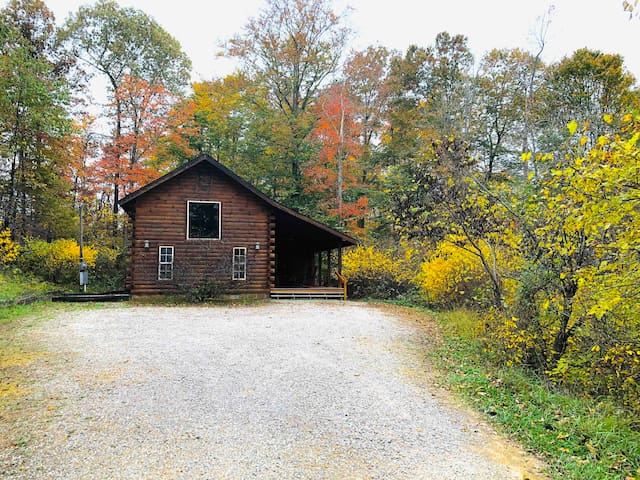 Redbud Cabin-Hocking Hills (Free Fishing)