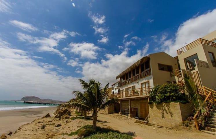 Casa sobre la playa con hermosas vistas - Ñuro - 獨棟