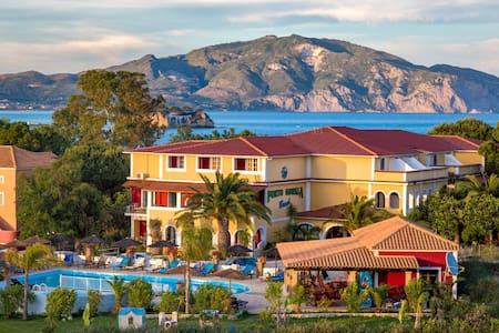 Porto Koukla Beach Hotel Tr-room - Zakinthos
