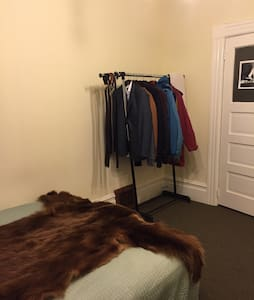 Room type: Private room Property type: House Accommodates: 1 Bedrooms: 1