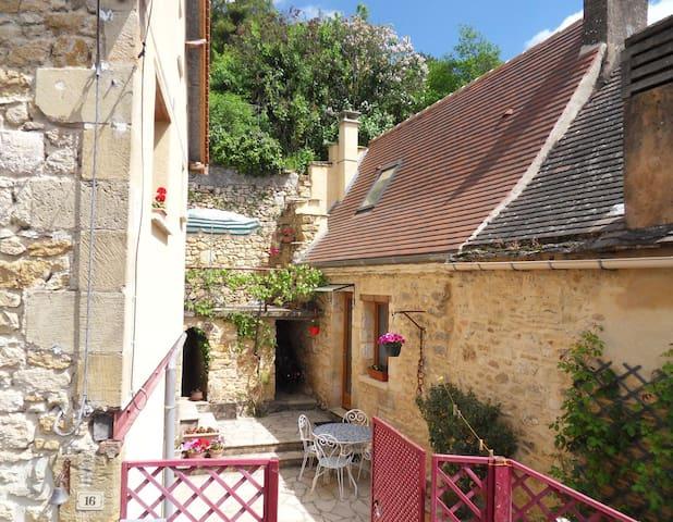 Petite maison au cœur du quartier Montmartre