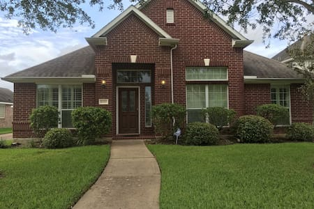 Beautiful home close to downtown - Pearland