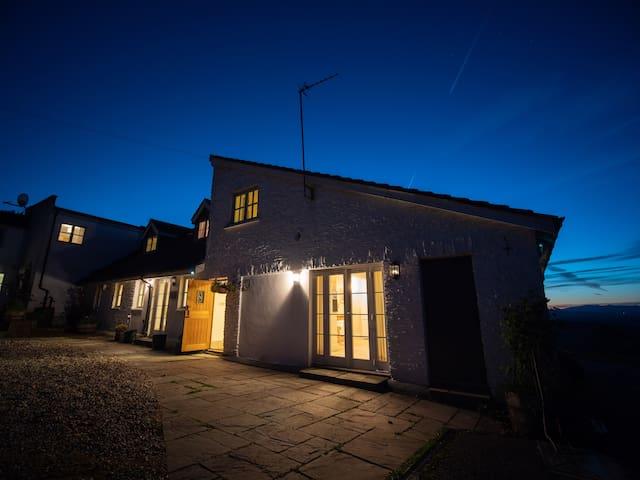 Dorlands House sleeps 17