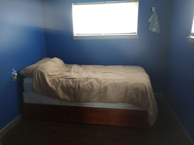 Book the blue room! $40 a night w/clean bathroom!